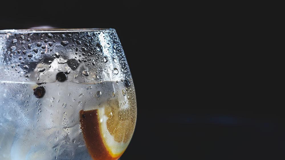 Diese Tipps helfen dir gegen den Kater. weniger Kohlensäurehaltige Getränke