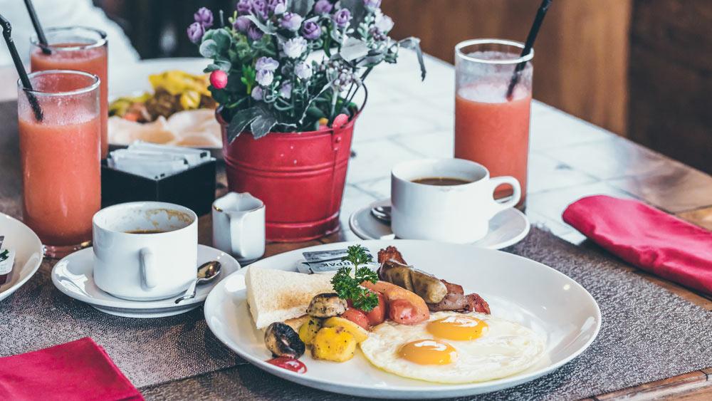 Was hilft wirklich gegen den Kater? Frühstück der Extraklasse
